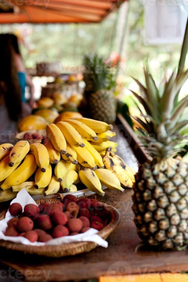 barraca de frutas tropicais foto