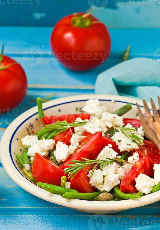 salada de feijão verde com tomate e queijo feta foto