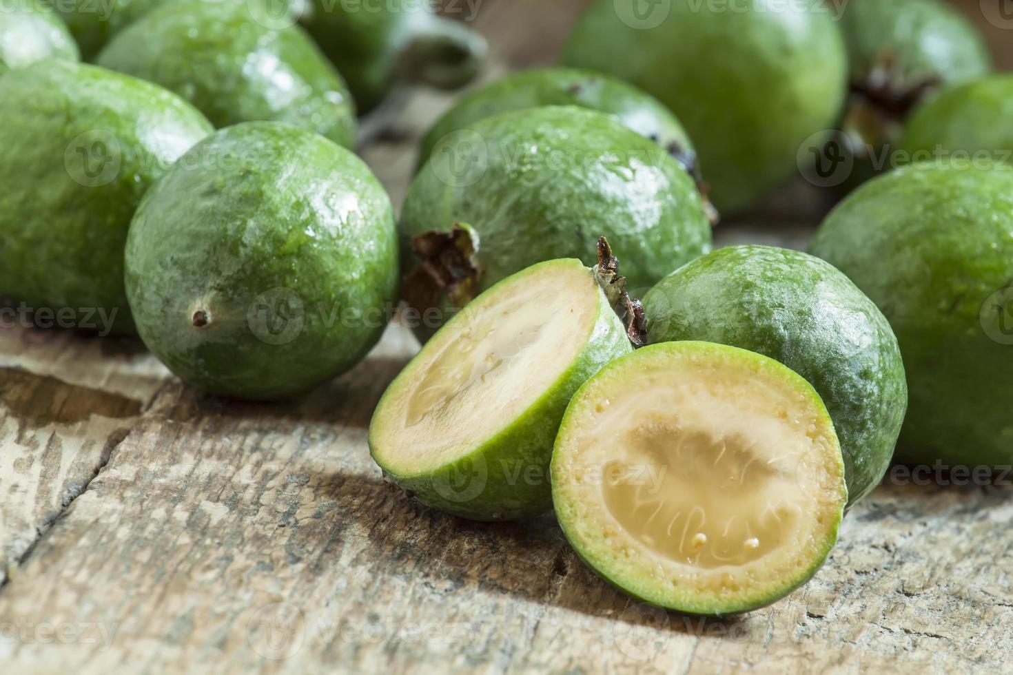 fatias de goiaba de abacaxi fresco foto