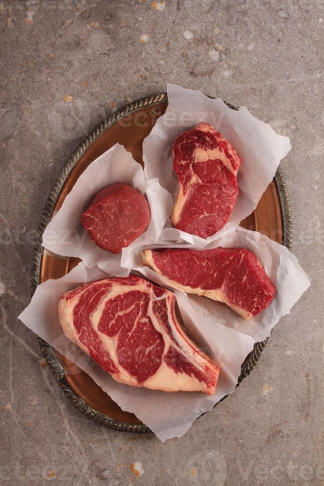 cortes de carne crua foto