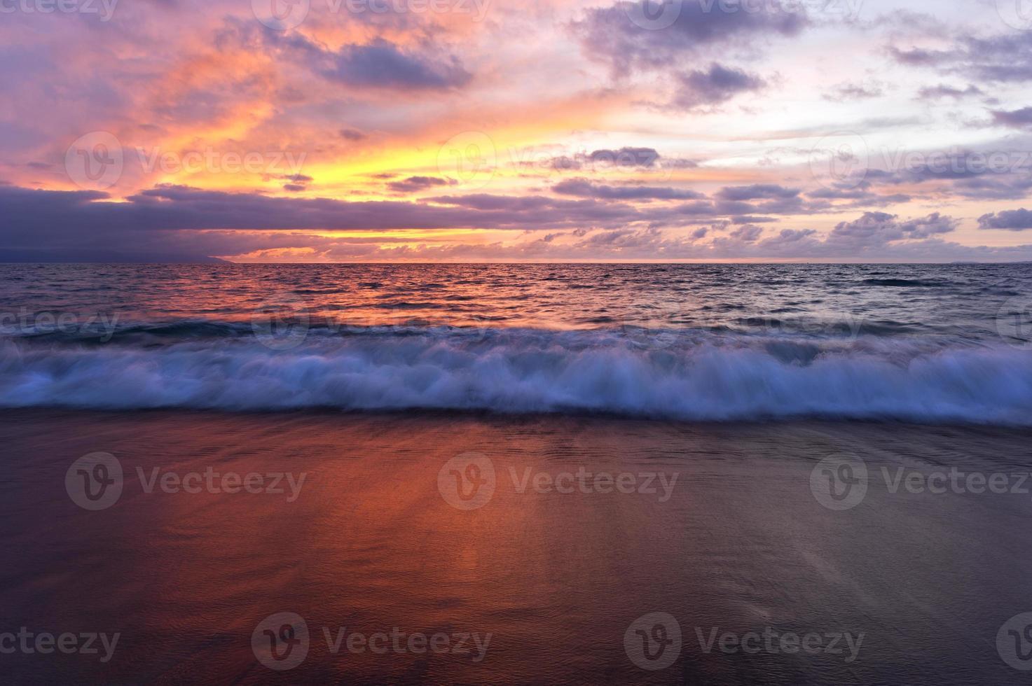 paisagem por do sol do oceano foto