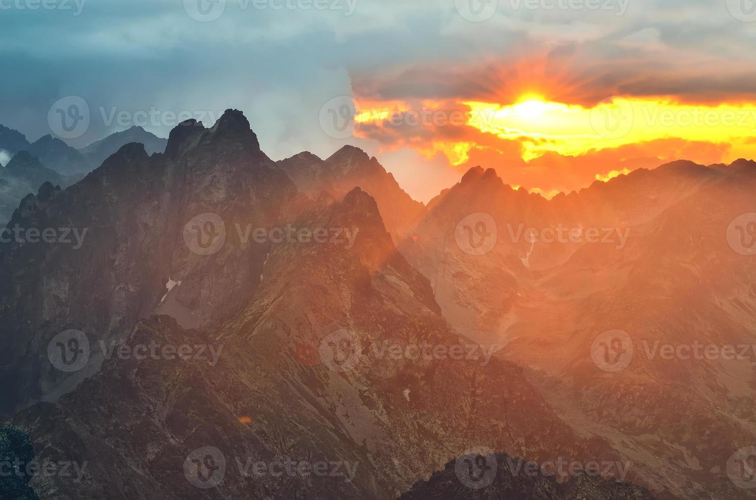 paisagem por do sol de montanha. foto