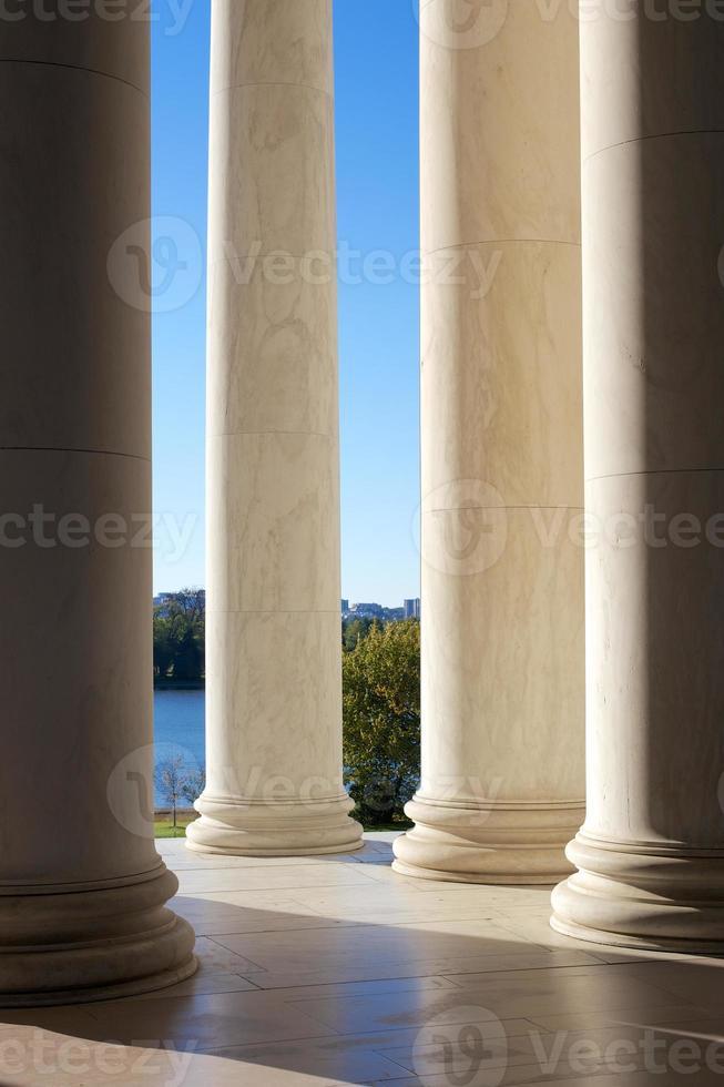 colunas do memorial de jefferson foto