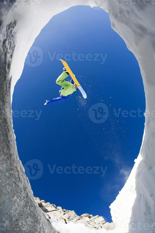 sobre montagens cobertas de neve foto