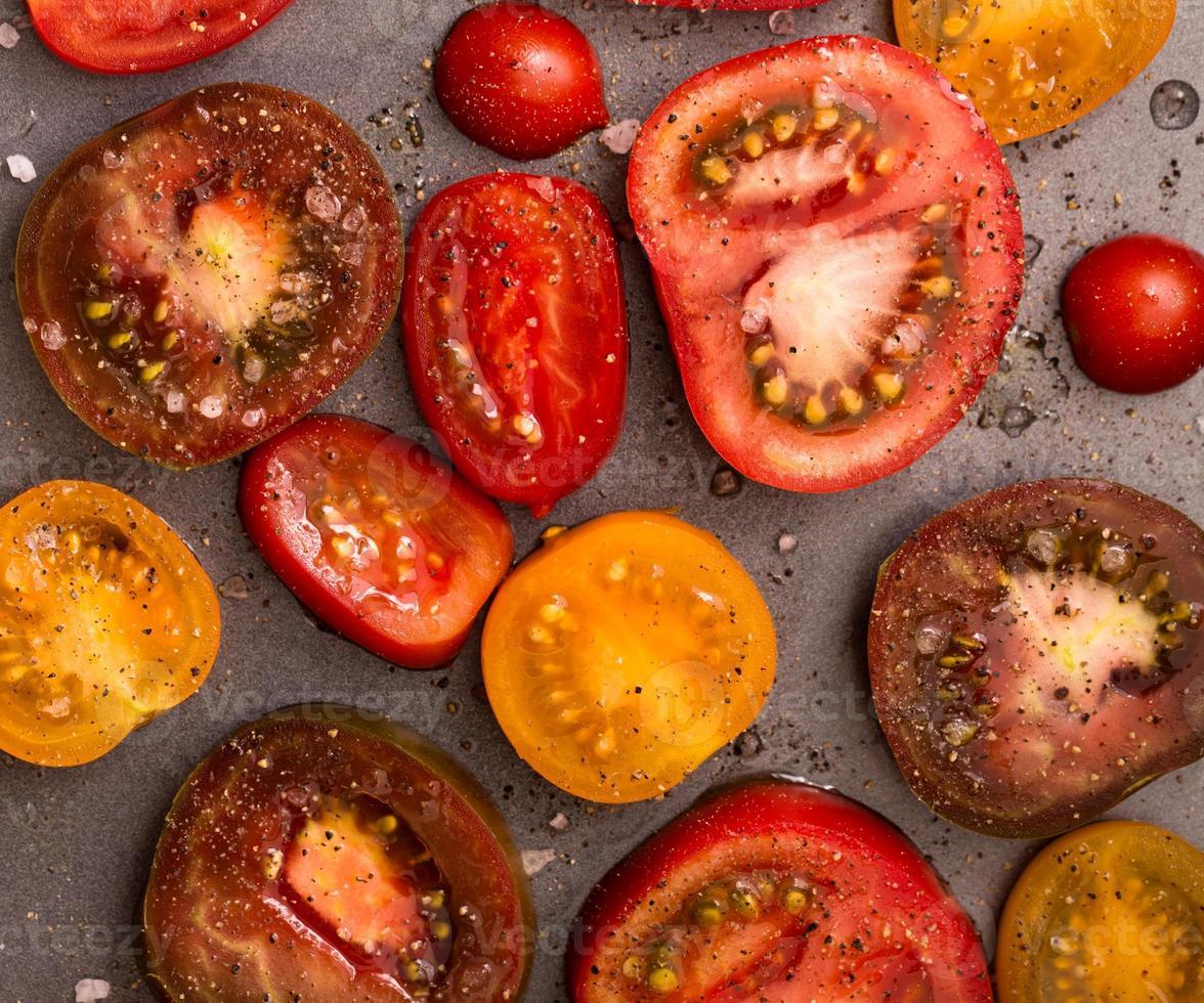 closeup de tomate fatiado foto