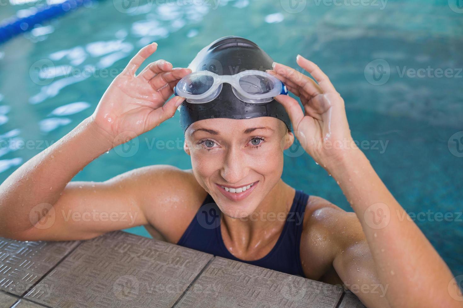 close-up retrato de nadadora na piscina foto