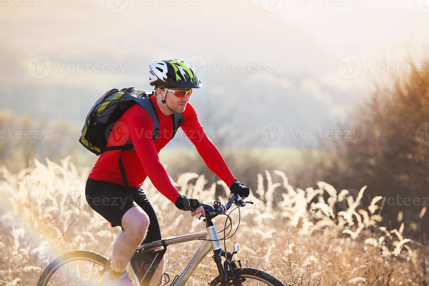 motociclista da montanha foto