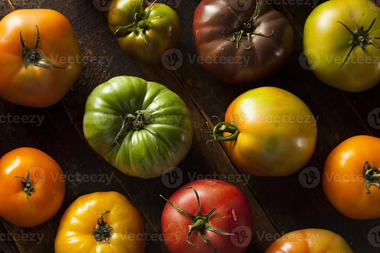 tomates orgânicos coloridos da herança foto