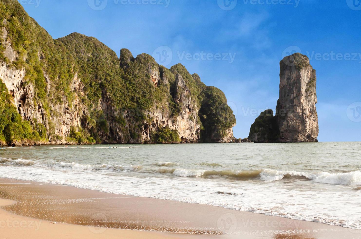 famosa praia de pai plong na província de krabi, Tailândia foto