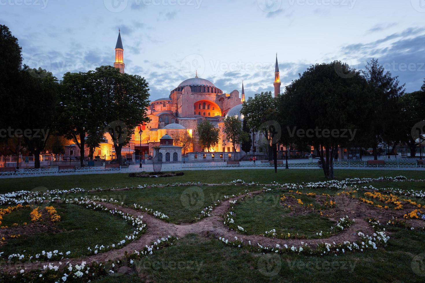 st. igreja de sophia (hagia sophia), mesquita e miseum em istambul foto