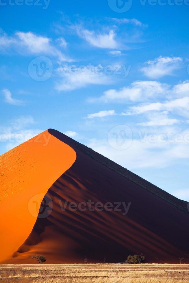 duna de areia no trecho sossusvlei foto