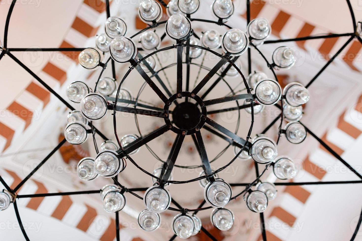 lâmpada do teto da mesquita do príncipe em Istambul foto