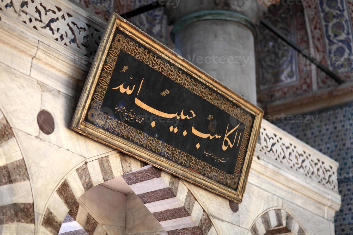 inscrição dentro mesquita azul foto