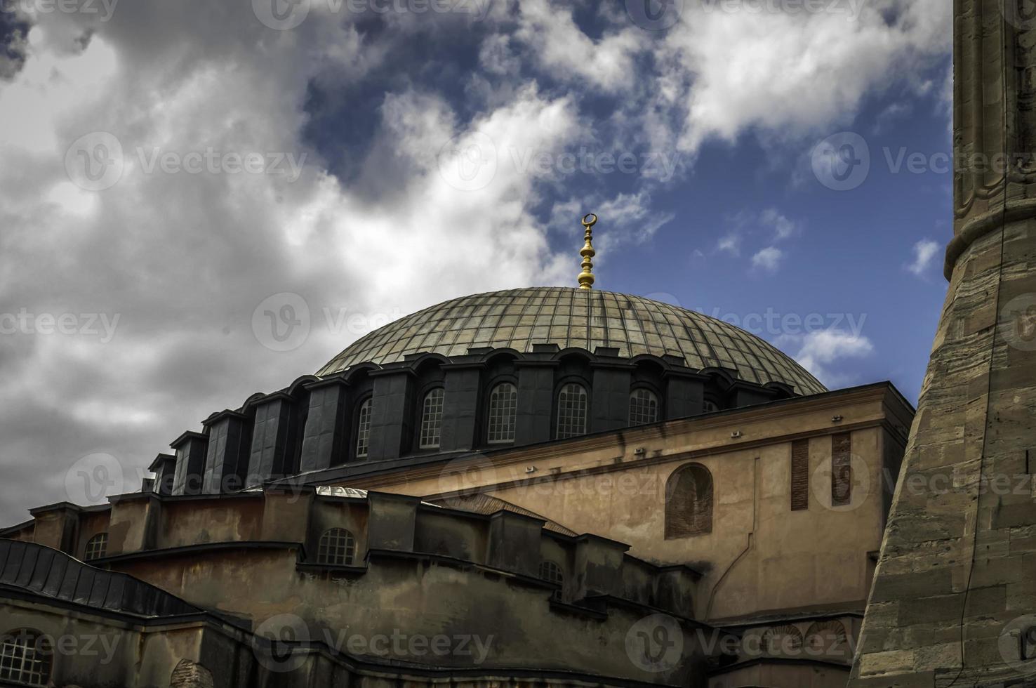 aya (hajia) sofia em um dia nublado foto