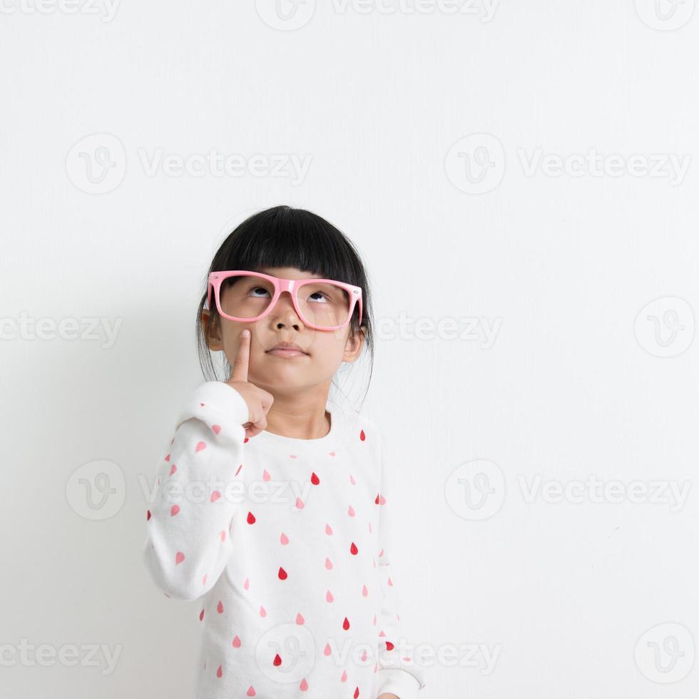 pequena criança asiática foto