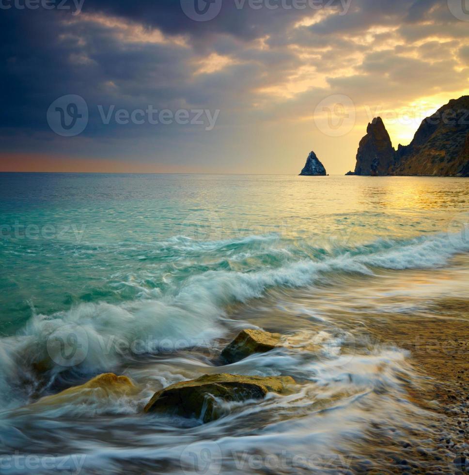 pôr do sol do mar foto