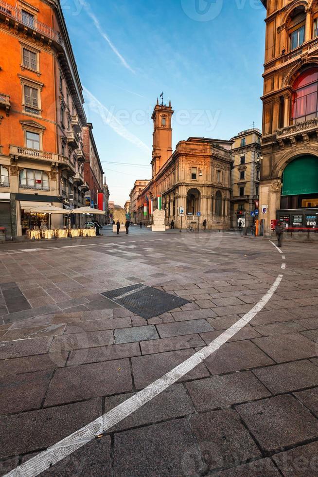 Piazza del Duomo e Via dei Mercanti pela manhã foto