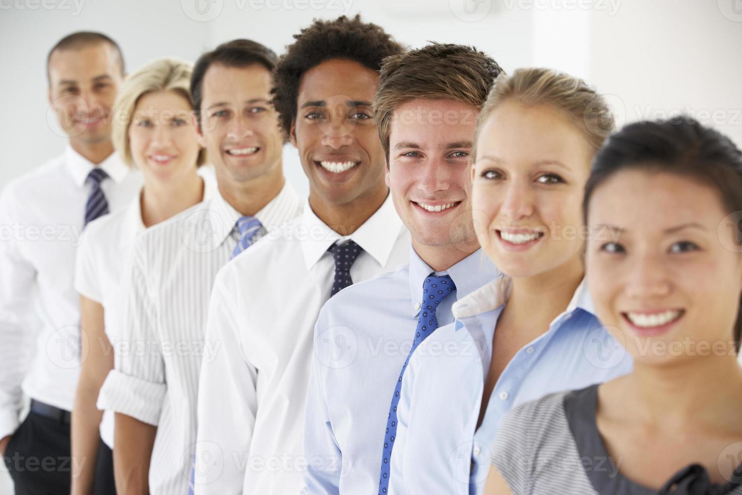linha de pessoas de negócios felizes foto