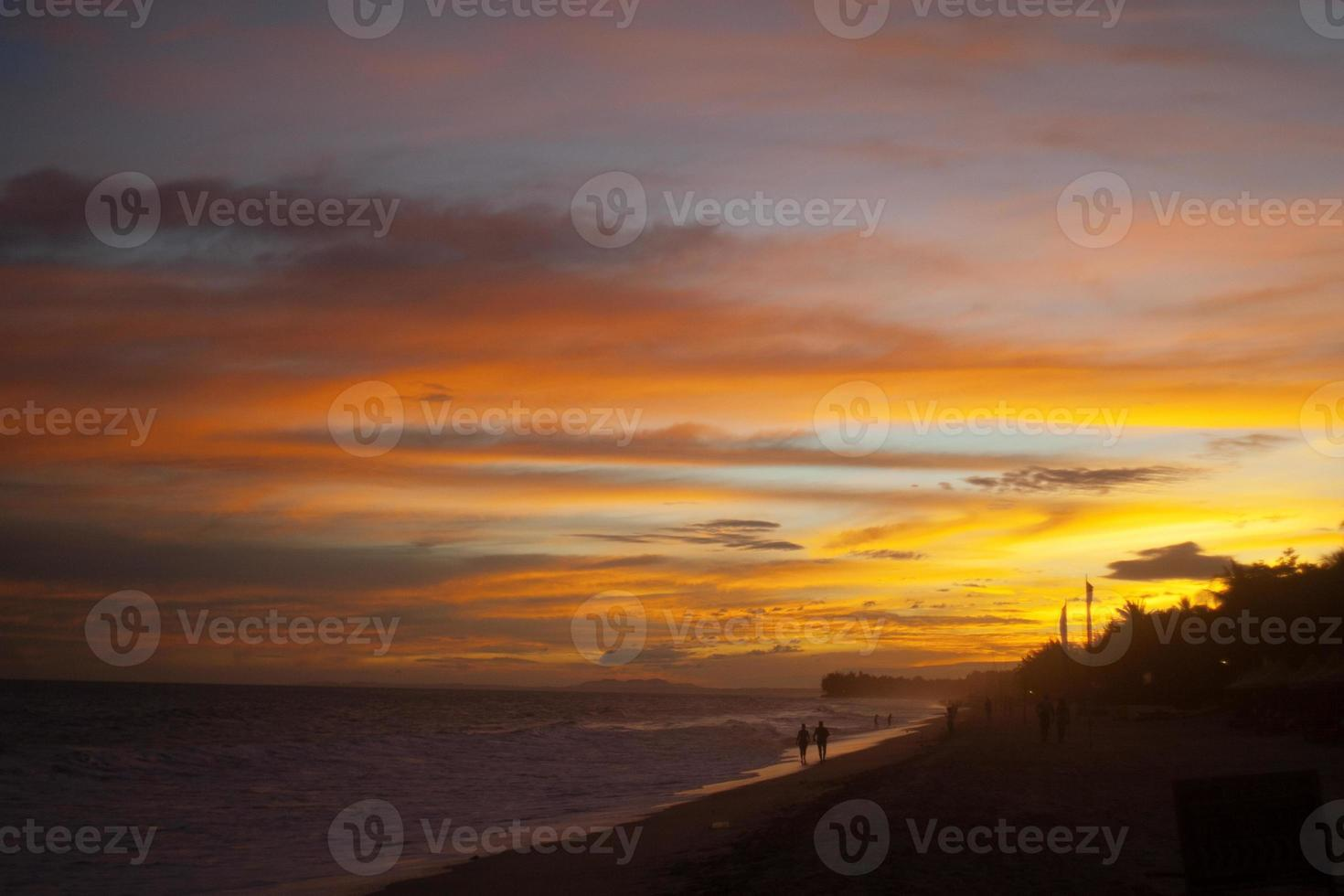 pôr do sol no vietnã foto
