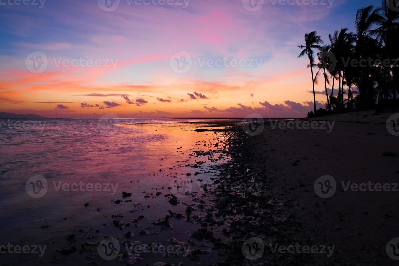 pôr do sol mar tropical foto