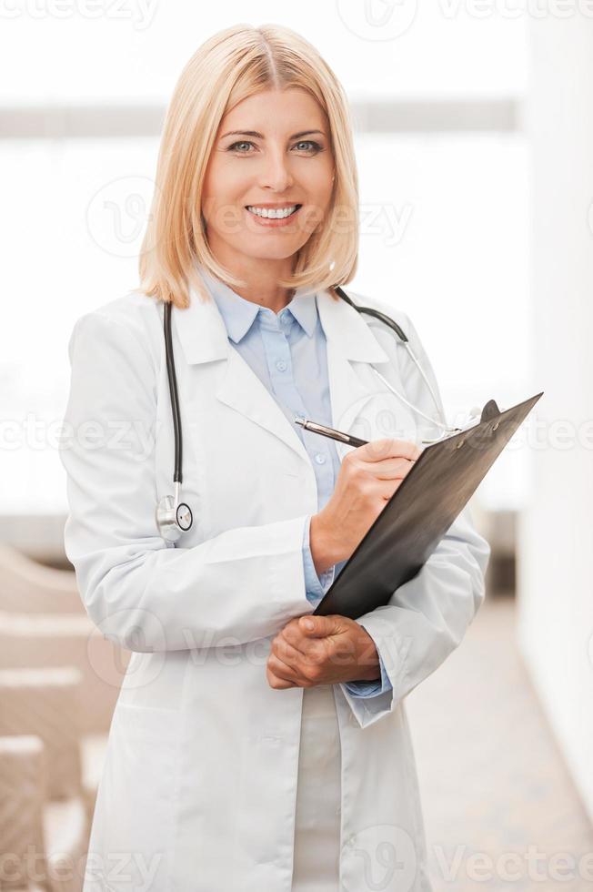 médica experiente. foto