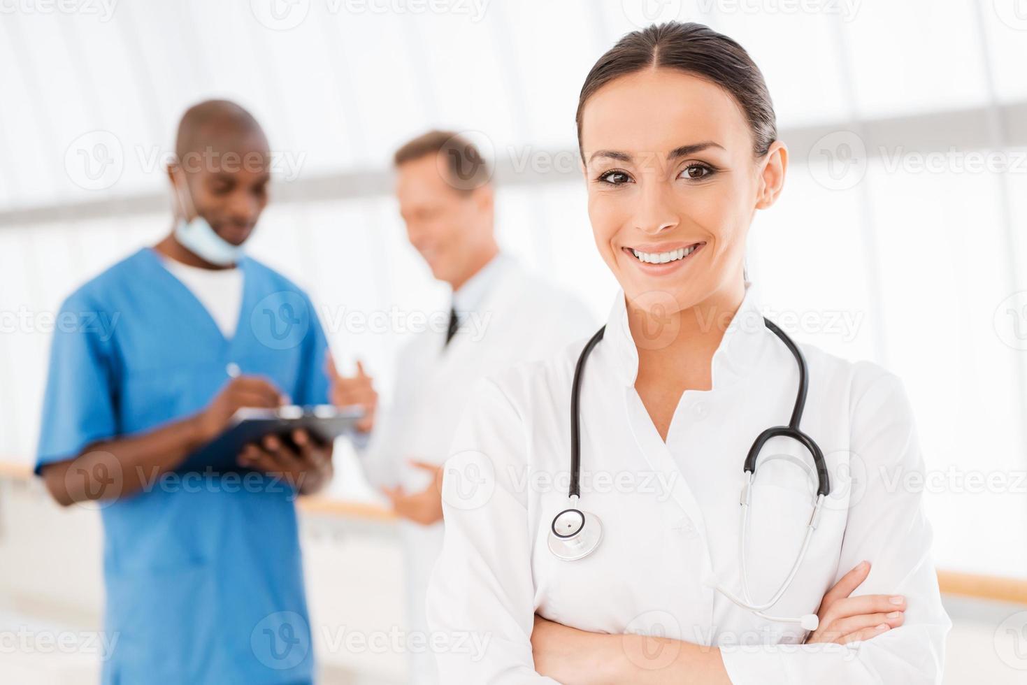 médica confiante. foto