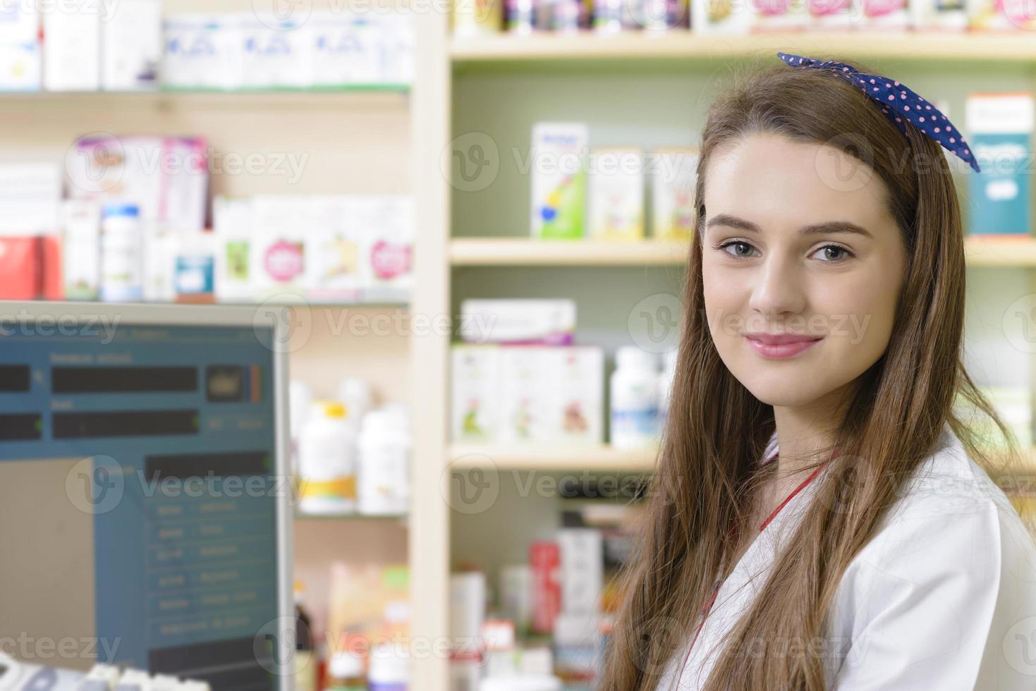 jovem farmacêutico feminino foto