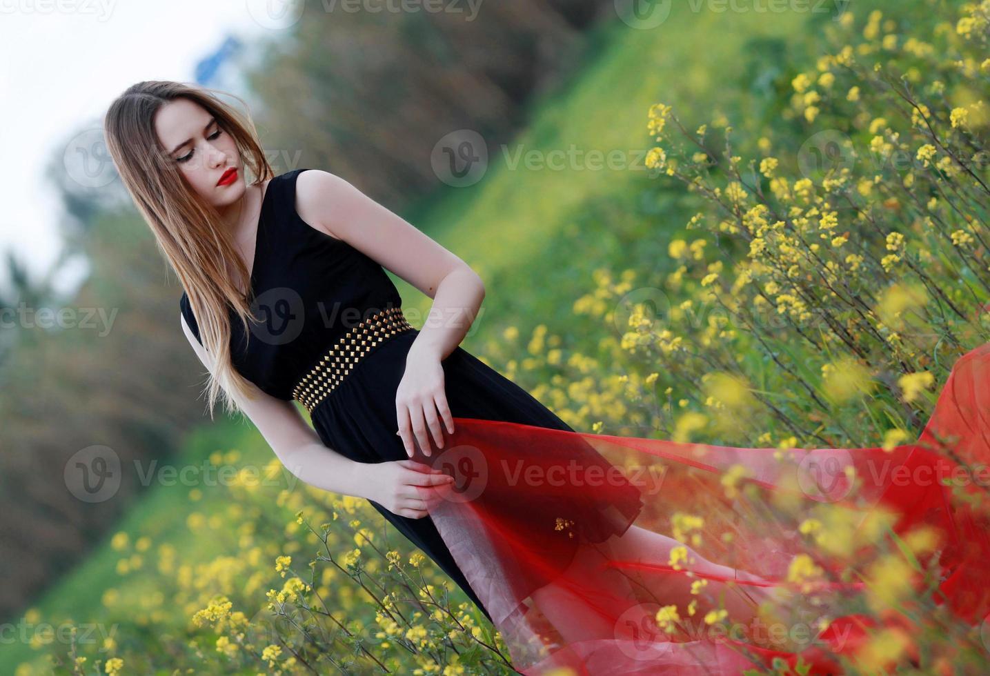 fêmea de flores amarelas foto