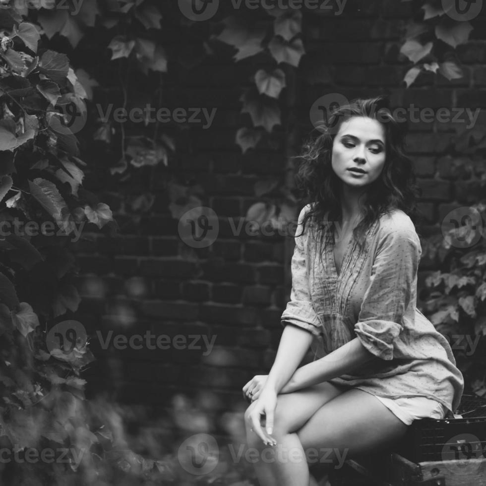 retrato de rua feminino de cabelos cacheados foto