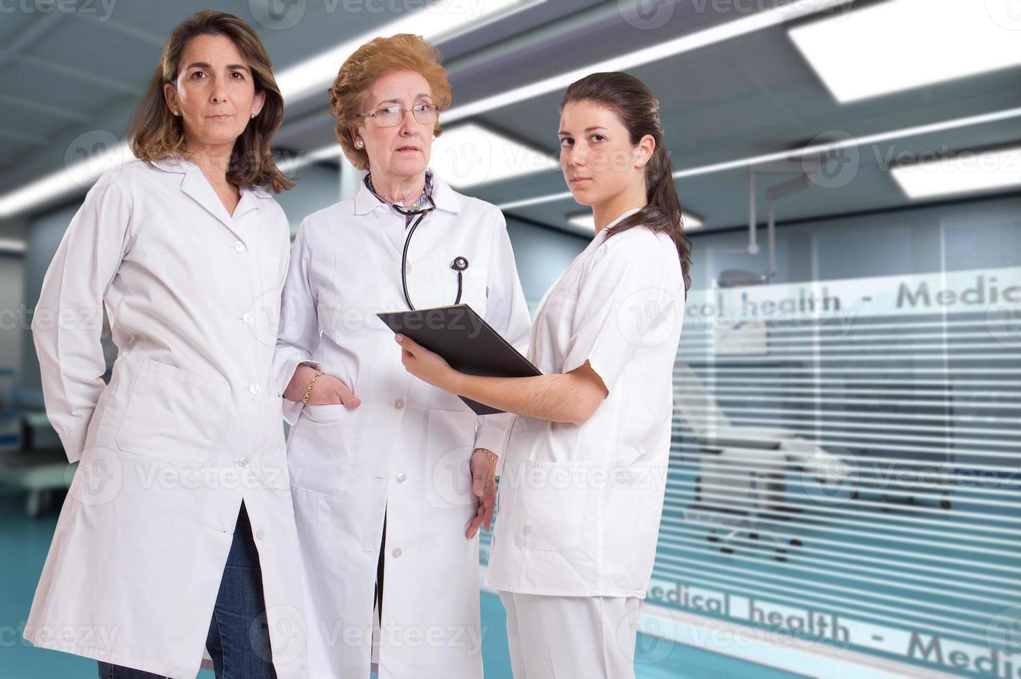 funcionários do sexo feminino no hospital foto