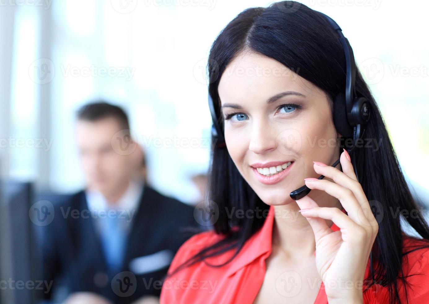 operador de suporte ao cliente feminino com fone de ouvido foto