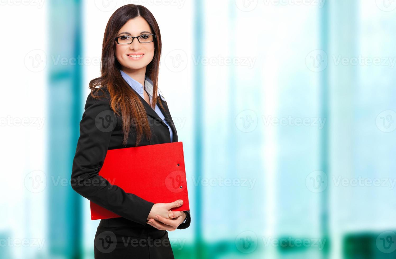 gerente mulher sorridente em seu escritório foto