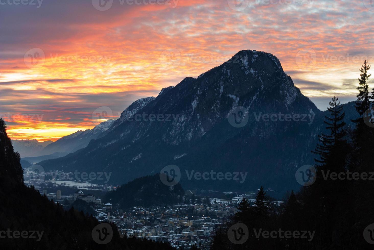 Kufstein ao pôr do sol foto
