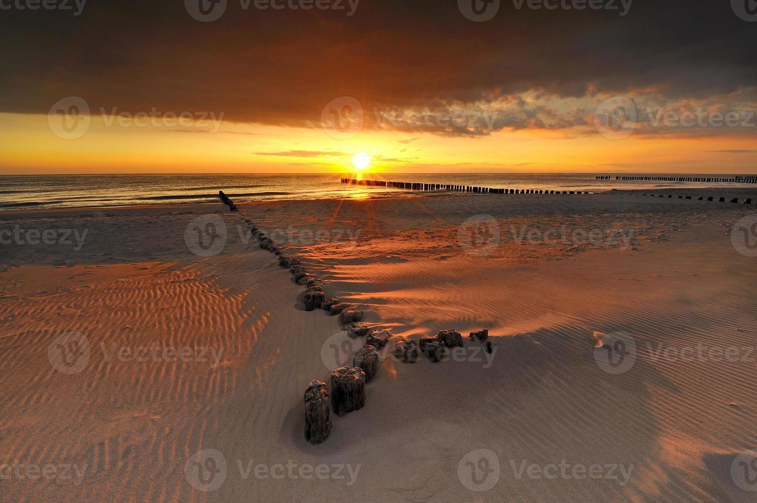 pôr do sol e mar foto