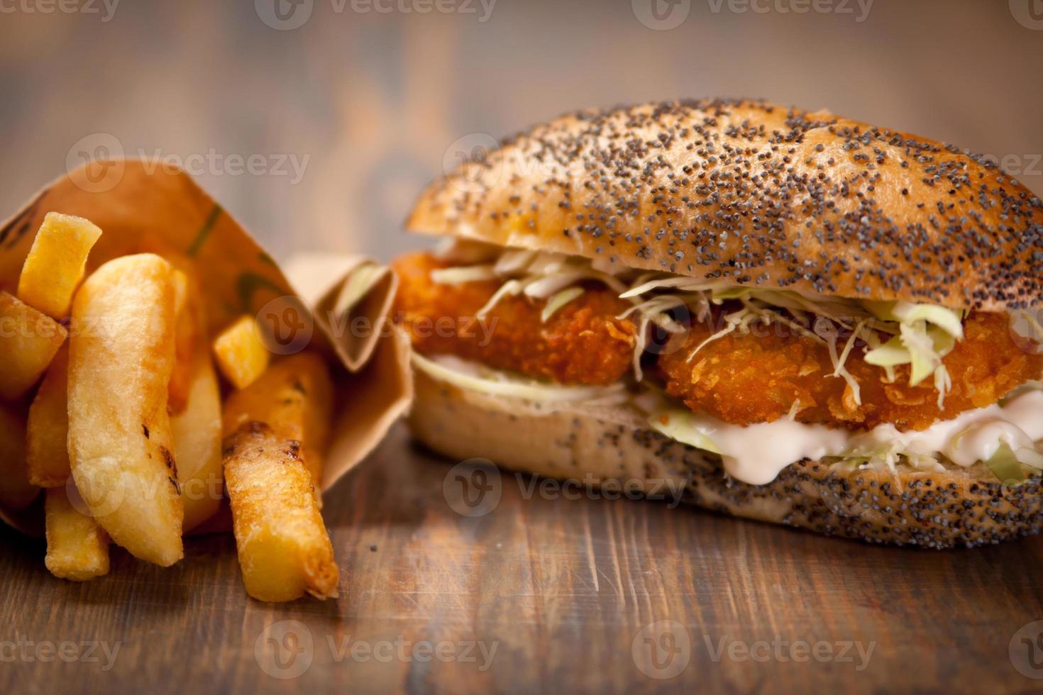 sanduíche de nuggets de frango foto