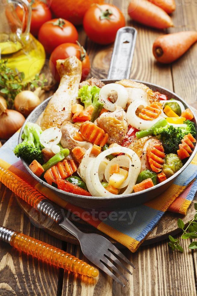 frango assado com legumes foto
