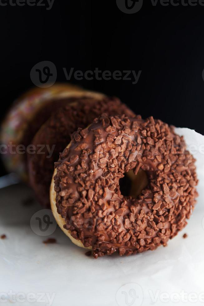rosquinhas com cobertura de chocolate foto