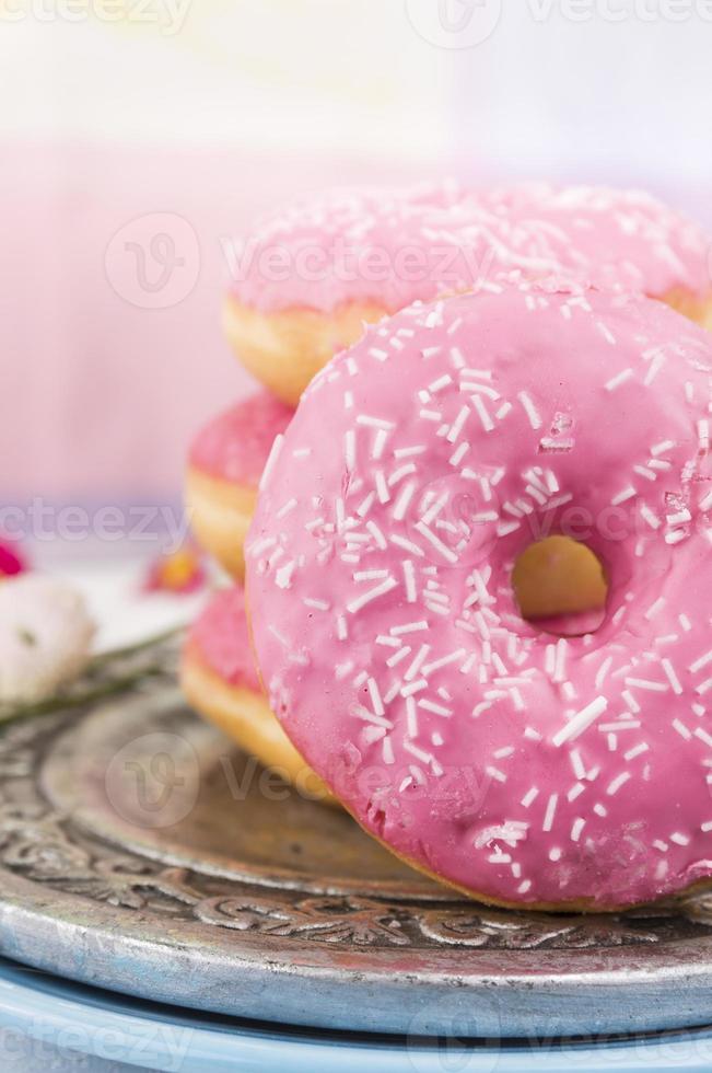 donads rosa sobre fundo de cozinha, close-up foto