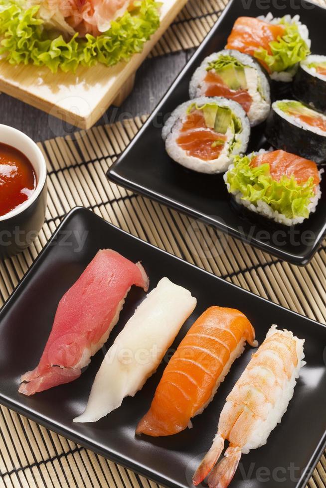 a composição do sushi nigiri foto