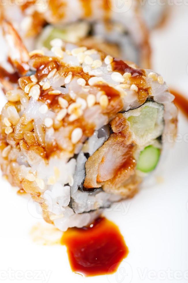 seleção de variedade de combinação de escolha de sushi fresco foto