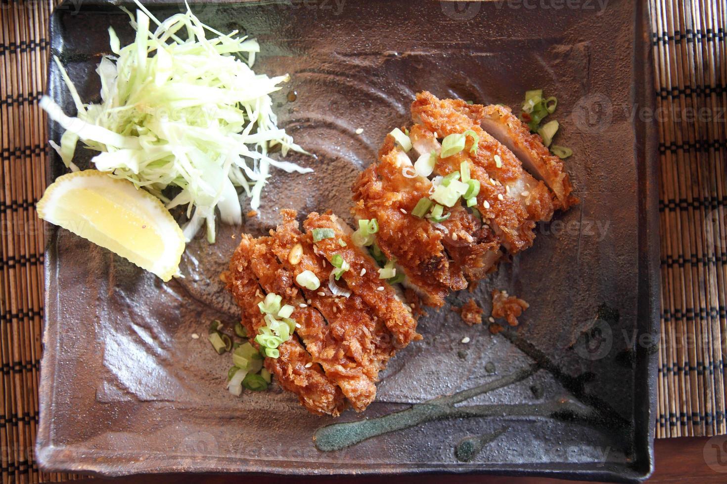 tonkatsu de porco frito foto