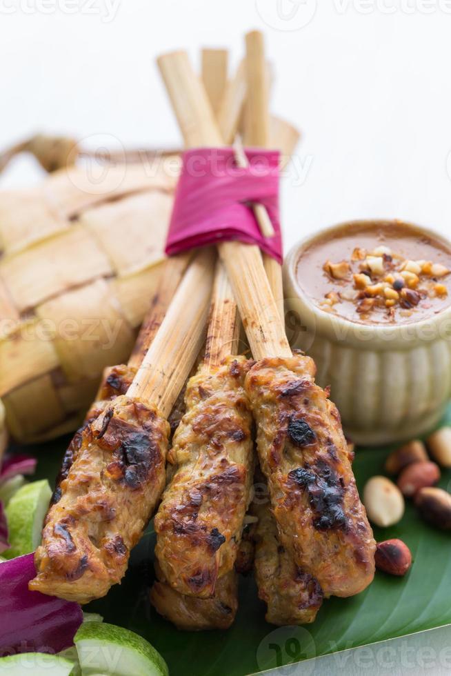 espetadas de frango, bali, indonésia foto