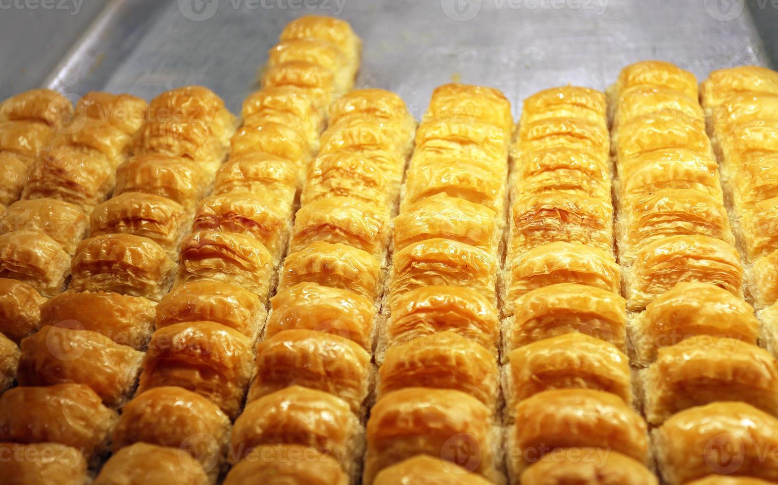 baklava saboroso de doces orientais foto