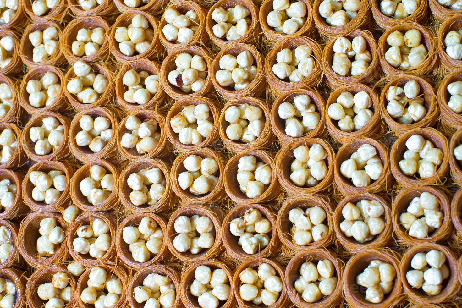 doces turcos tradicionais no mercado de Istambul foto