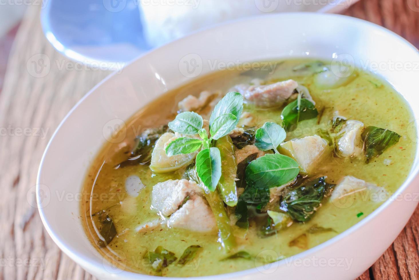 curry verde com carne de porco foto