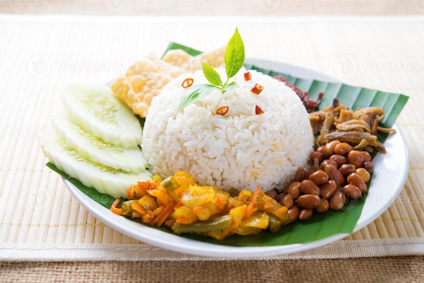 comida malaia nasi lemak foto
