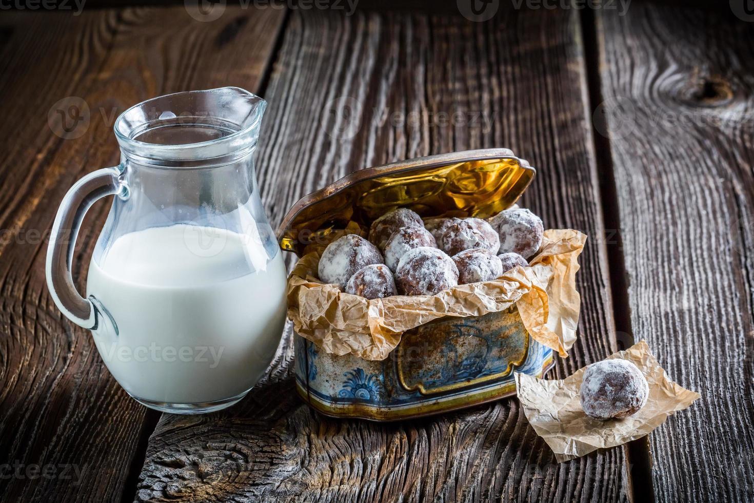 bolas de cacau doces caseiras com leite em pó foto