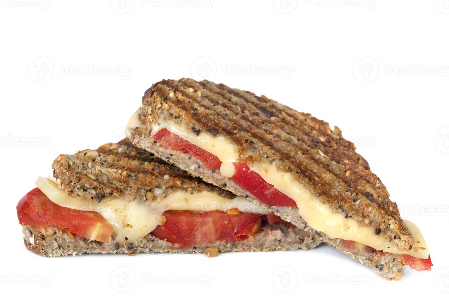 sanduíche de queijo e tomate grelhado foto