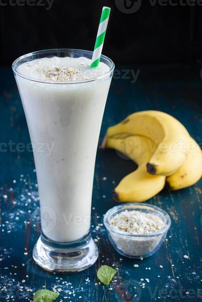 smoothie de leite de banana fresca foto