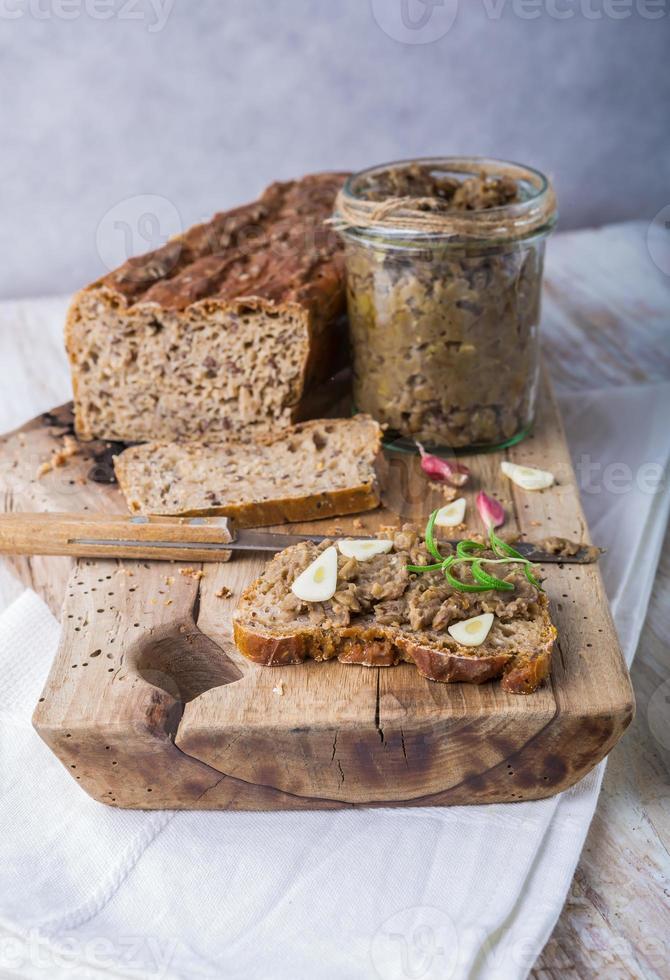 sanduíche com patê de lentilhas foto